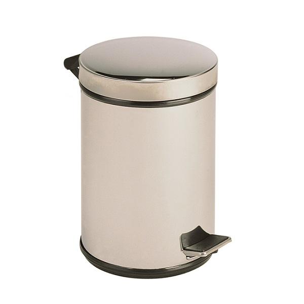 BALDE BA5 com tampa e pedal concebido para depositar os resíduos.